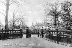 N4_0111_Farringtons_Entrance_Gates_1911