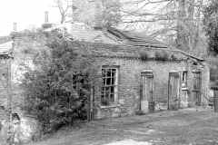 N5-0066_Old_Farm_buildings_Hawkwood_Lane_1984