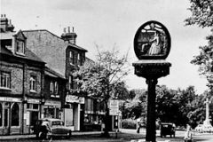 Chislehurst_Village_Sign_Royal_Parade